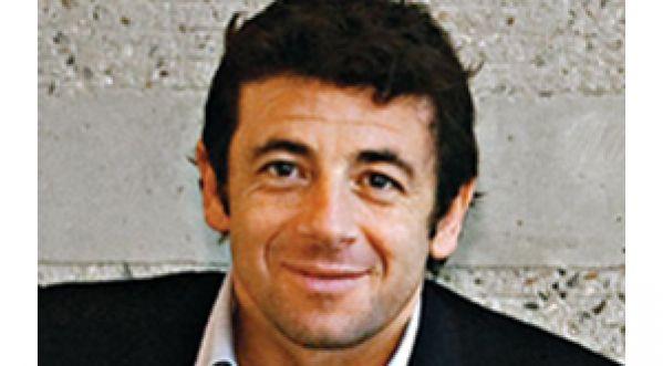 Patrick Bruel hué lors de l'inauguration d'un stade à Nice