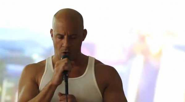 Vin Diesel <strong>chante</strong> en hommage &agrave; son ami Paul Walker