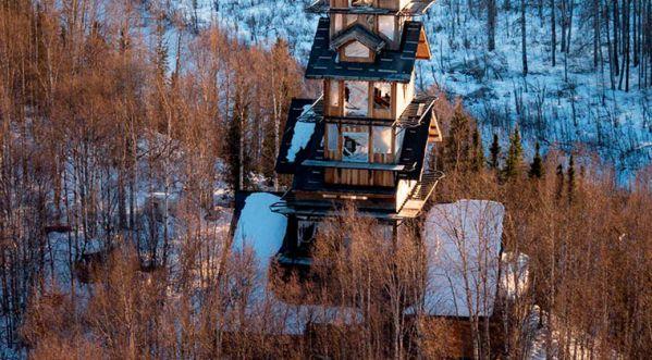 Une cabane de 55 mètres de haut en Alaska