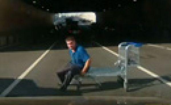 Un caddie sur l'autoroute