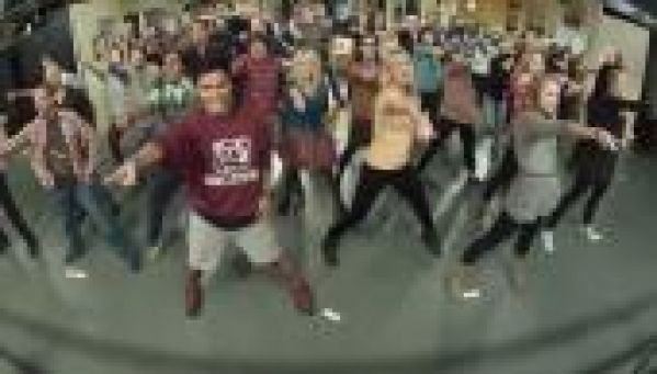 The Big Bang Theory : Le flash mob sur Call Me Maybe