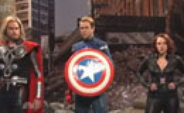 Jeremy Renner parodie The Avengers!