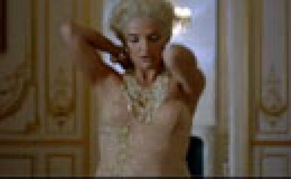 Florence Foresti parodie la pub Dior avec Charlize Theron