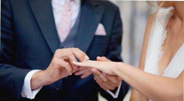 Une Jeune Fille De 18 Ans épouse Son Père!