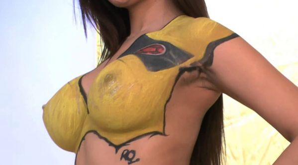 Lorena Alienta : Son Corps Version Body Painting !