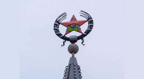 En Russie, Des Hommes Ont Vandalisé L'étoile D'un Monument Soviétique Et L'ont Transformé En... Patrick De Bob L'éponge!