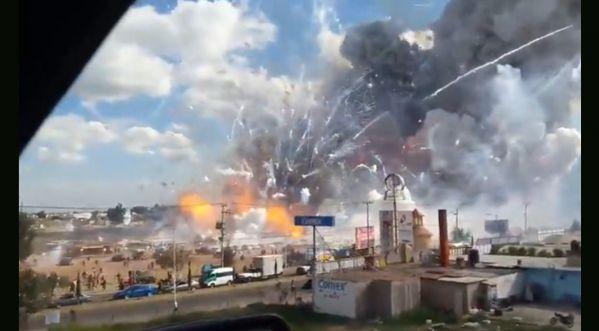 Une Impressionnante Explosion A Retenti Dans Un Marché De Feux D'artifice, Au Nord De Mexico Au Mexique!