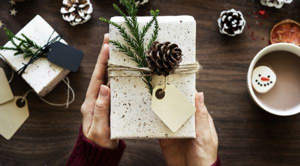 Et pourquoi pas des cadeaux personnalisés pour Noël ? Zoom sur 3 créateurs à découvrir absolument !