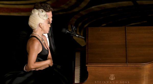 Shallow : le duo pourrait bien détrôner Ariana Grande !