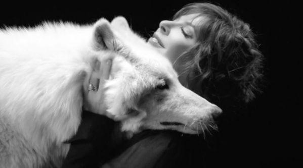 Mylène Farmer : Découvrez le clip du morceau Des Larmes