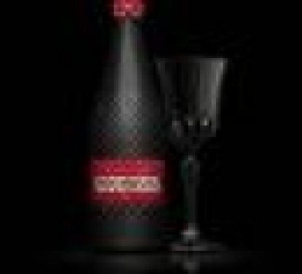 Jean-Paul Gaultier habille la bouteille de champagne Piper-Heidsieck