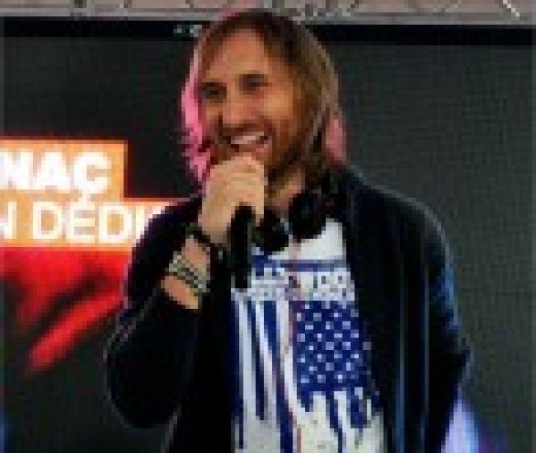 David Guetta défend son casque DJ