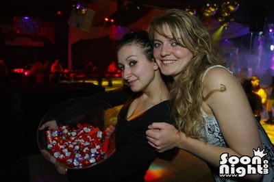 People - Dimanche 08 avril 2012 - Photo 2