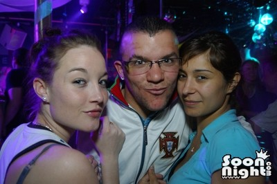 People - Dimanche 08 avril 2012 - Photo 11