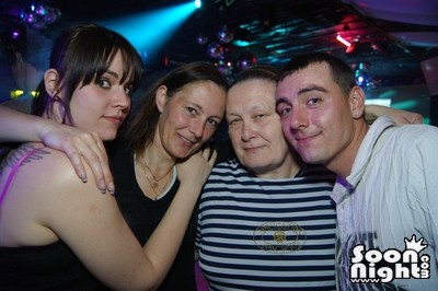 People - Dimanche 08 avril 2012 - Photo 3